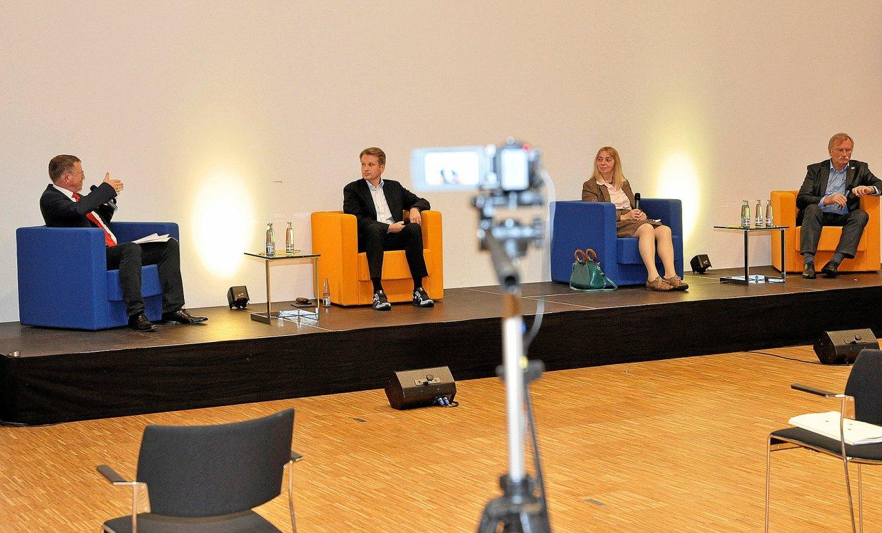 Diskutierten im Pressehaus: Armin Maus, Jan Arning, Christiane Jagau und Heiner Baumgarten (v. l.).