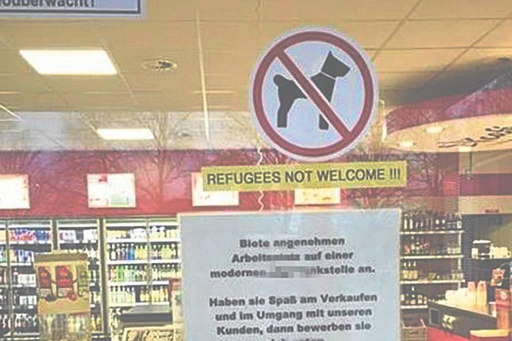 Sticker An Tankstelle Flüchtlinge Nicht Willkommen Wolfsburg