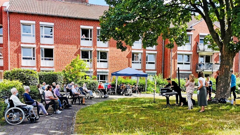 Tanzendes Theater Wolfsburg erfreut Senioren mit Konzerten